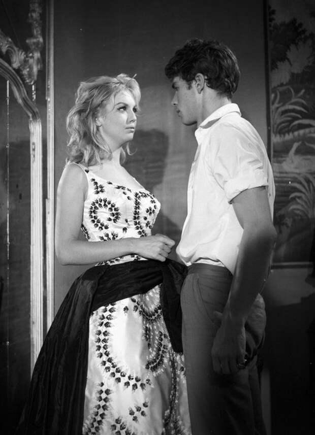 Милен Демонжо на съемках фильма «Бурная ночь» (1959)