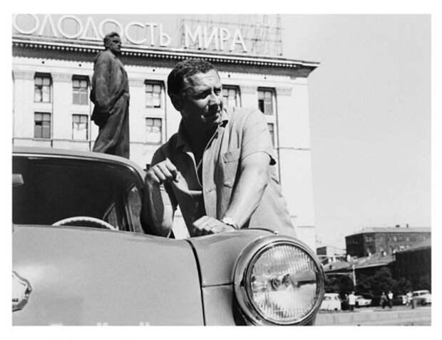 Легенды советского кино и ретро-автомобили.