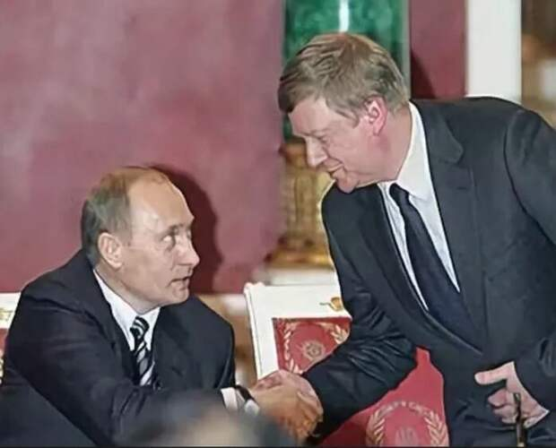 Как бы там ни было, но Путин заставил олигархов работать на благо России и поэтому Путина ненавидят.  фото Яндекс картинки