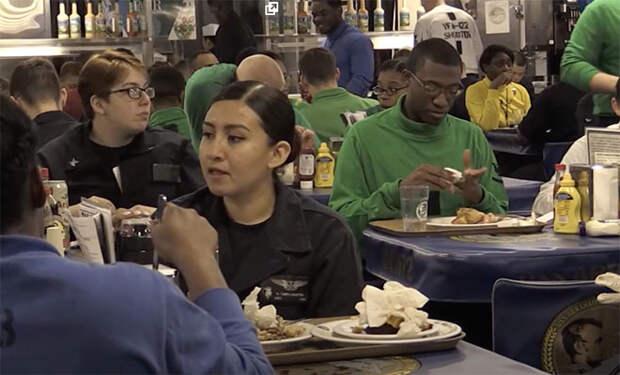 Обед на авианосцах США и России: сравниваем и смотрим на различия на видео