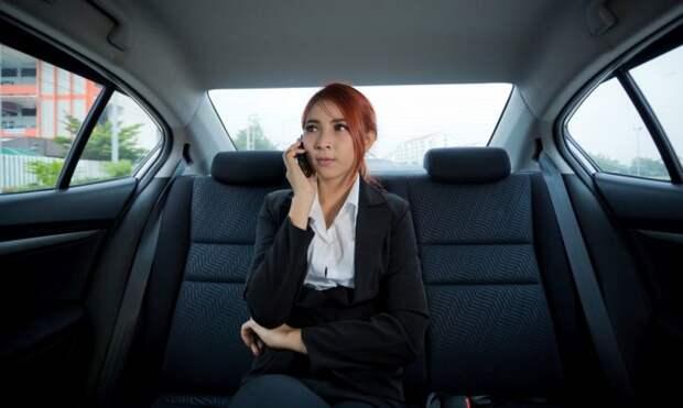 Слишком мнительная клиентка и таксист-юморист