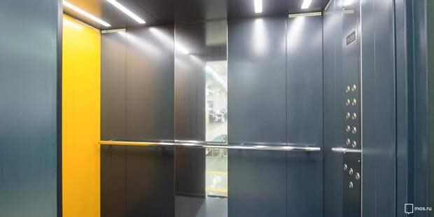 В лифте дома на Мусоргского устранили неприятный запах