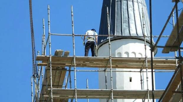 Путин поручил правительству помочь достроить Соборную мечеть в Крыму