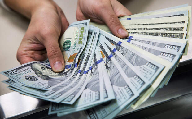 """Что делать россиянам с долларами после того, как их исключили из """"кубышки"""""""