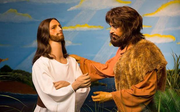Как выброшенные восковые фигуры знаменитостей стали экспонатами Музея Библии