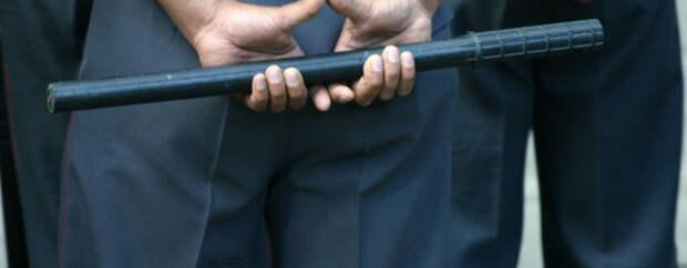 Полицейский из Мурманска, избивший мужчину в наручниках, пойдет под суд