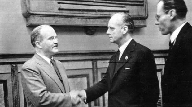 Молотов и Риббентроп Фото: wikipedia.org