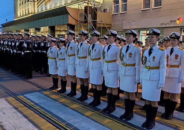 В Калининграде прошла вторая ночная репетиция военного парада