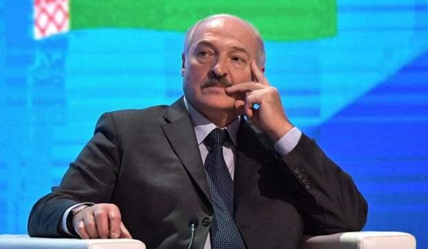 """""""Понимает, что поддержки в народе у него нет"""": важные оговорки Лукашенко на Всебелорусском народном собрании"""