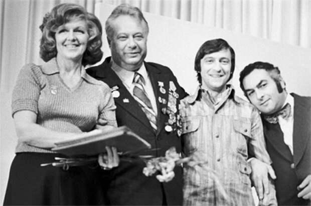 Общее фото теле-радиоведущих и артистов эстрады, сентябрь 1972 года.