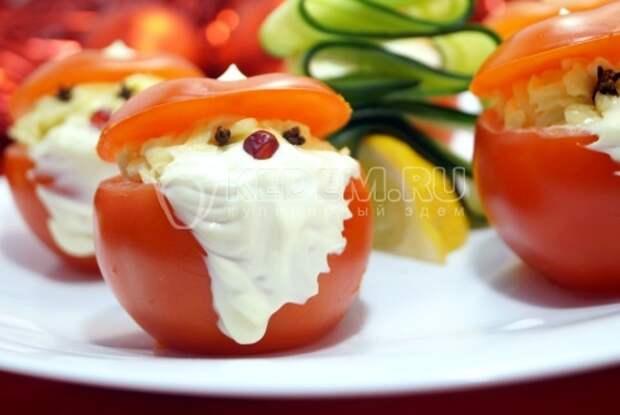 Фаршированные помидоры «Дед Морозы»