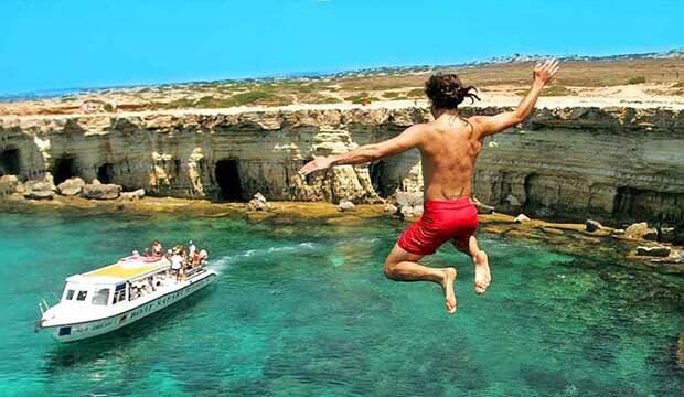 На Кипре снова снимается ряд ковидных ограничений для туристов
