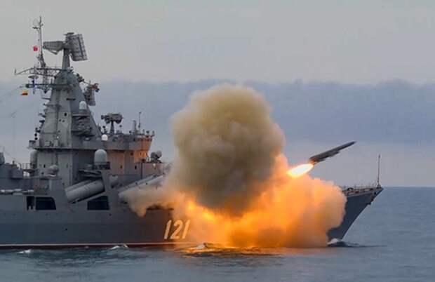 Флагман Черноморского флота показал огневую мощь в Черном море