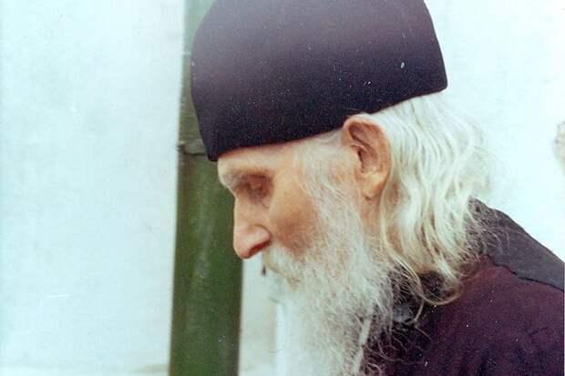 Николай у храма святителя Николая. Фото Т.Е. Плетневой