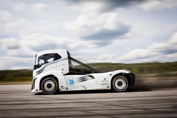 Как из катапульты: 2400-сильный тягач Volvo установил мировой рекорд