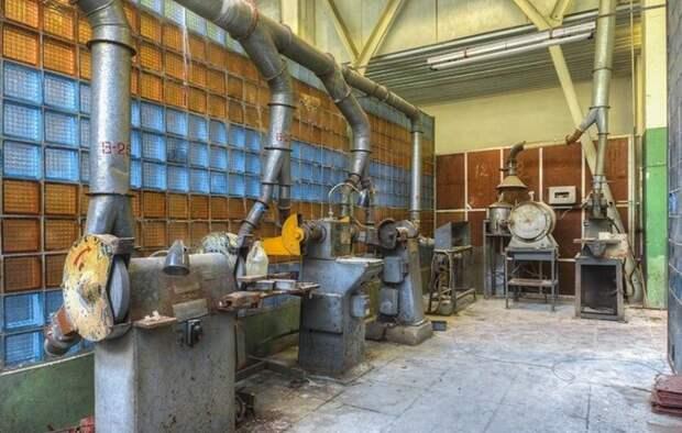 Этот советский завод производил ядерное оружие. 15 лет тут никого нет