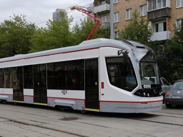 Московские водители выплатили 4 млн рублей за помехи движению трамваев