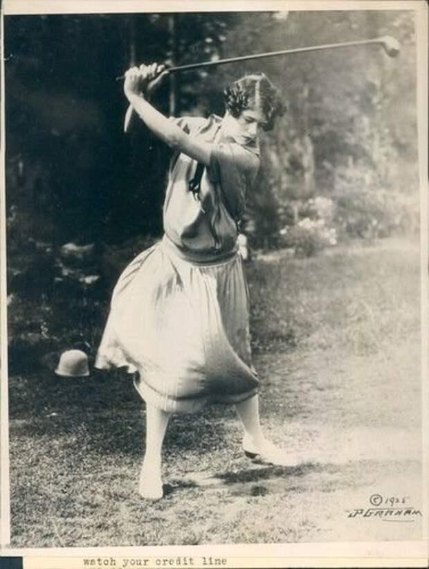 Мюриэль играет в гольф, 1925