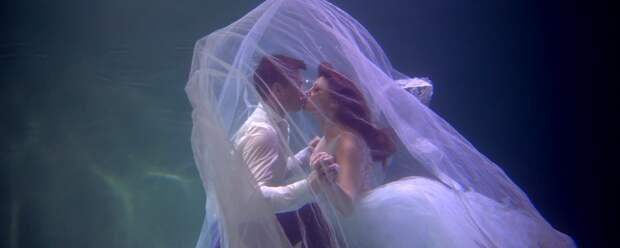 Анастасия Макеева вышла замуж под водой