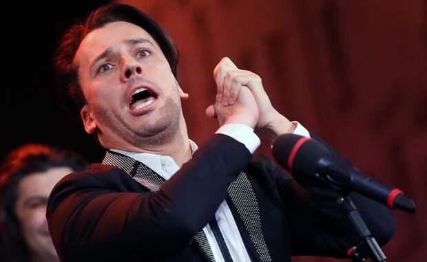 На фото: телеведущий Максим Галкин во время выступления
