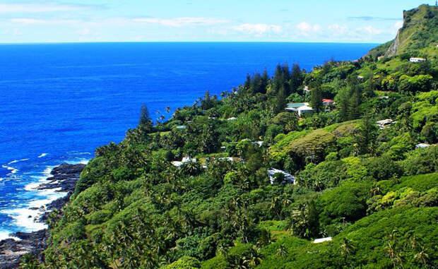 Питкэрн Великобритания Все полсотни островитян являются потомками бунтовщиков с торгового судна, прибывших сюда в 1790 году. Компанию им составляли веселые таитянцы, невесть каким течением принесенные на такой отдаленный клочок земли.