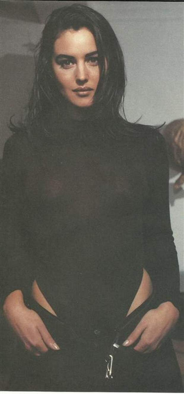 Самые провокационные снимки юной Моники Беллуччи, 1990-ые годы.