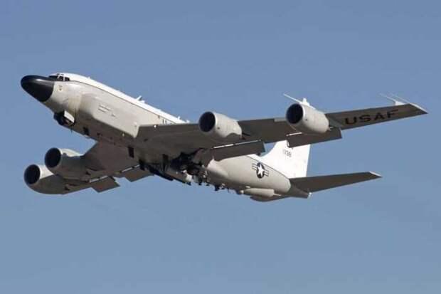 Самолет-разведчик ВВС США RC-135W Rivet Joint пролетел рядом с Сочи