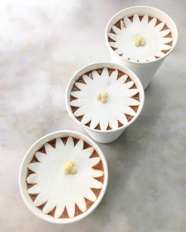 Милый зефир в виде цветов, который 'расцветает', стоит его только положить в кружку с какао