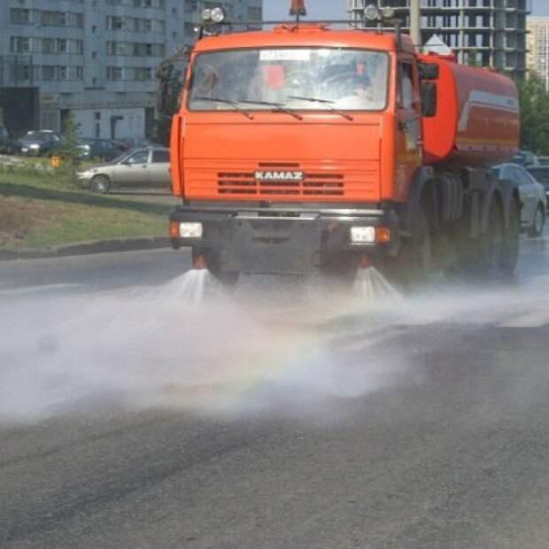 На улицах Свиблова  работают десять поливальных машин