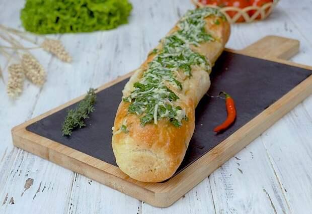 Чесночный хлеб с котлетами