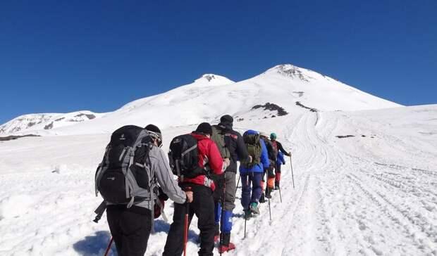 Спасатели просят власти сделать доступной страховку для восхождения на Эльбрус