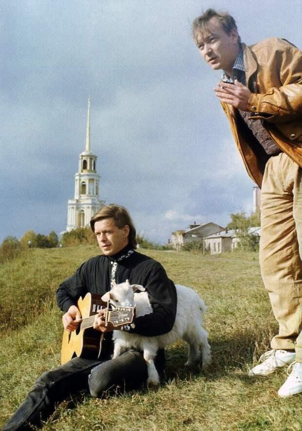 """Борис Гребенщиков во время съёмок клипа на песню """"Елизавета"""", проходивших на территории Рязанского кремля. Осень, 1992 год."""