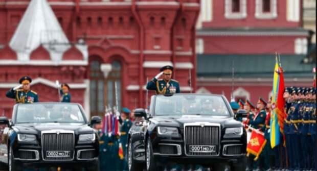 Два парадных кабриолета Aurus проехали по брусчатке Красной площади
