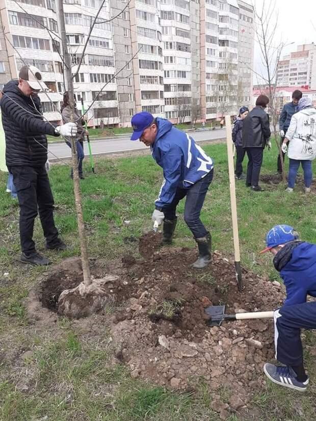 Жители Ижевска присоединились к всероссийскому Дню посадки леса
