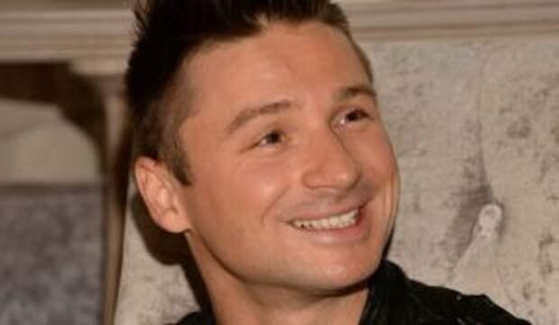 Покоривший гей-клуб Лазарев показал фото с любимыми