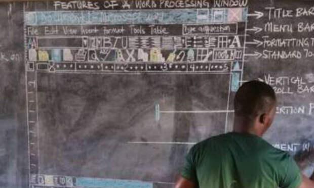 Microsoft Word, доска, мел: фото учителя информатики деревенской школы в Гане облетело соцсети