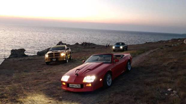 Легендарные американские машины приняли участие в автопробеге в Крыму