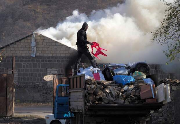 Сатановский: Армяне покидают районы Карабаха
