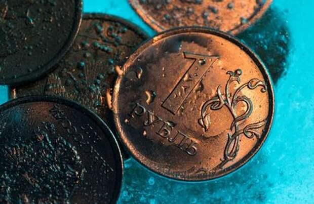 Рубль упал до минимума 4 месяцев против подорожавшего на форексе доллара