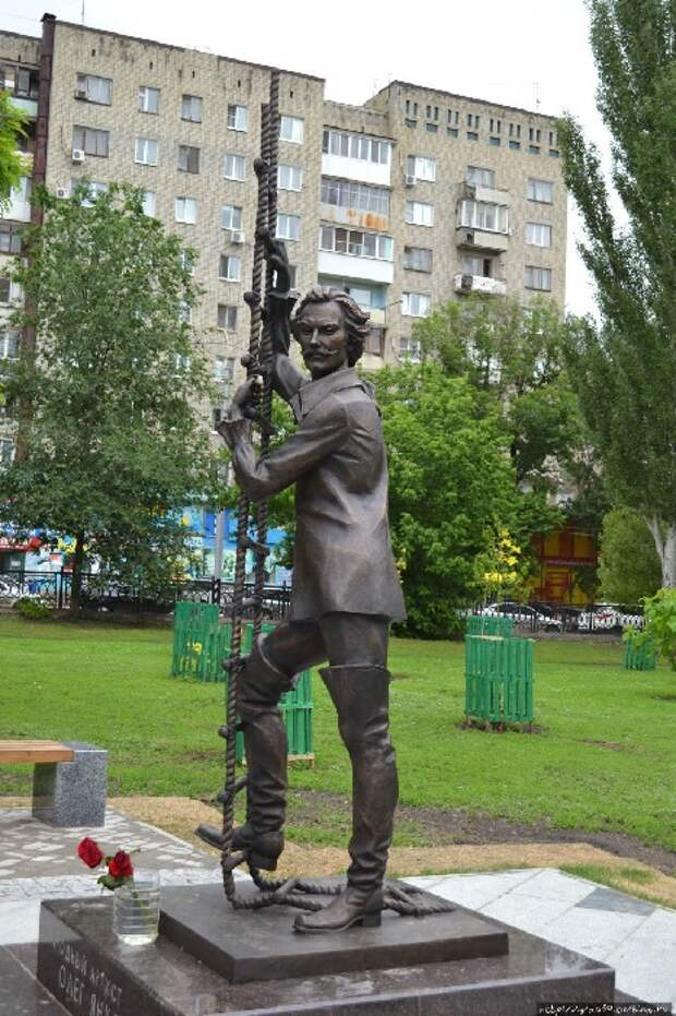 Тот самый Мюнхгаузен. Памятник О.И.Янковскому.