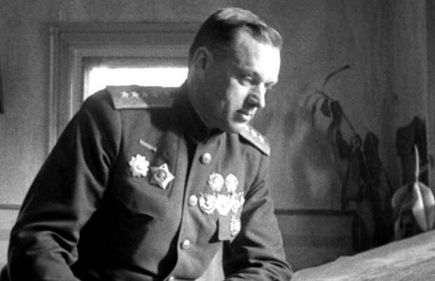 Почему Константина Рокоссовского не расстреляли в 1937 году.