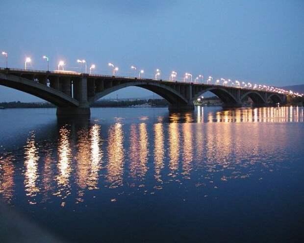 В Красноярске пара занималась любовью на мосту