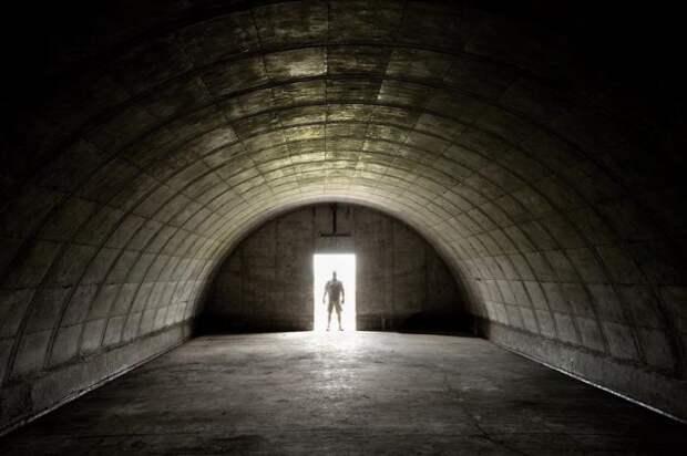 Бункерное сообщество для спасения 1% людей в случае конца света (9 фото)