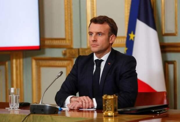 Охранникам получившего пощечину президента Франции может грозить увольнение