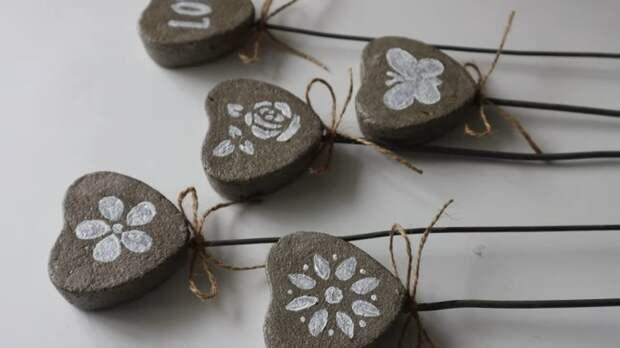 Из копеечных форм для запекания мастерица сотворила красоту для сада