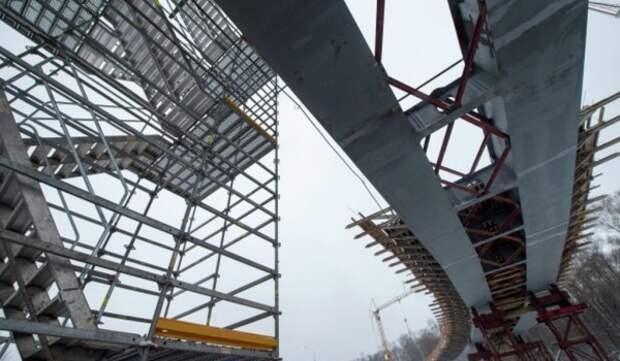 На восьмом участке ЮВХ началось устройство пролетных строений путепровода через улицу Кантемировская