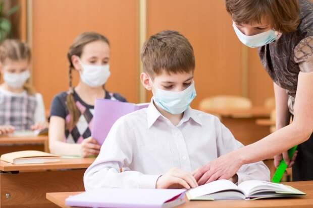 Питерская чиновница вынуждает родителей рисковать здоровьем своих детей