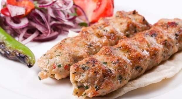 Люля-кебаб из курицы на сковороде