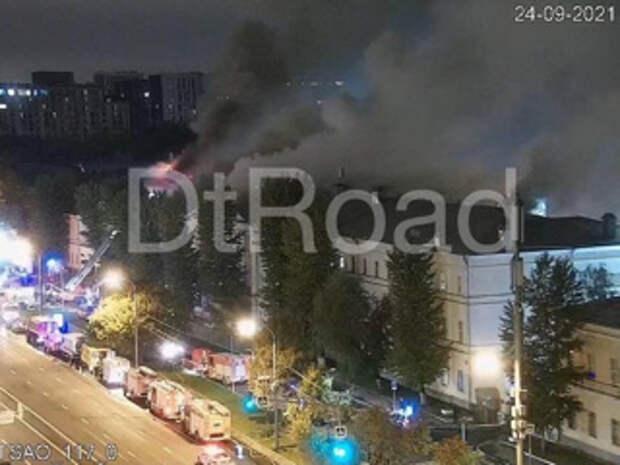 В пять раз увеличился пожар в общежитии Военного университета в Москве