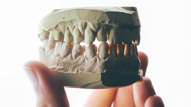После пандемии люди жалуются на скрежет зубами. С чем это связано?
